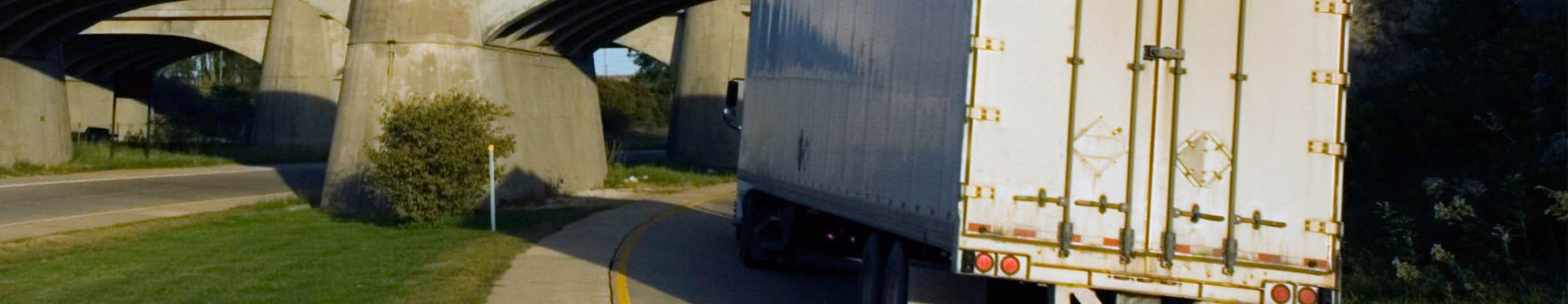 HERO-iSt_4282336_L_truck-going-under-the-bridge_SUPERLOAD-Bridge-Analysis